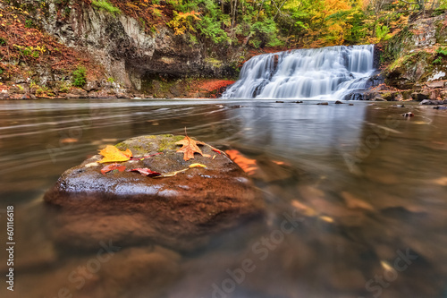Photo  Wadsworth Falls during Autumn