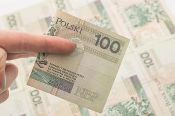 Łapówka - nacjonalizacja - ręka na pieniądzach