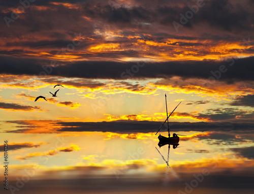 La pose en embrasure Brun profond barco entre las nubes