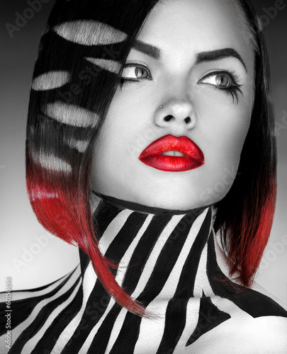 Plakat na zamówienie black and white Studio photo og fashion model with stripes on bo