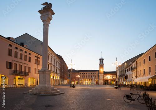 Fotografie, Obraz  Rovigo - Piazza Vittorio Emanuele di sera