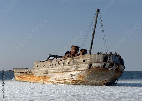 Keuken foto achterwand Schip Old ruined-ship tossed on the sea shelf