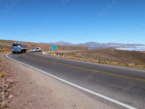 Fotografia  Lorry approaching the summit of Abra de Potrerillos