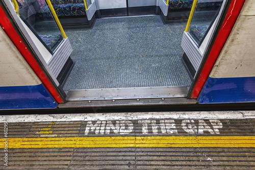 London underground sign, mind tha gap Plakát