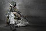 Fototapeta Fototapety dla młodzieży do pokoju - Soldier with rifle and mask resting