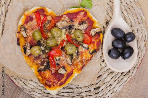 Fototapety, obrazy: vegetarian pizza - heart shaped