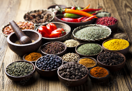 Fotografía  Spices on wooden bowl background