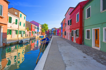 Fototapetamulticolored houses on Burano island. Venice. Italy.