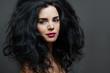 canvas print picture - junge attraktive frau mit roten lippen und dunklen lockigen haar