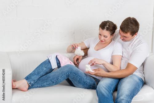 Fototapeta Happy pregnant family obraz na płótnie