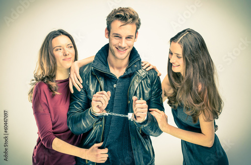 Foto  Modern threesome Love - Two women with handcuffed Man