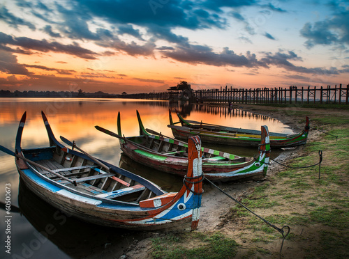 Fotografia .Colorful old boats on a lake in Myanmar