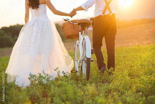 Obraz Bride and groom with a white wedding bike - fototapety do salonu