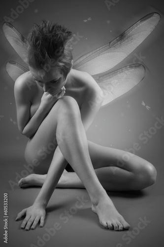 portret-dziewczyny-ze-skrzydlami