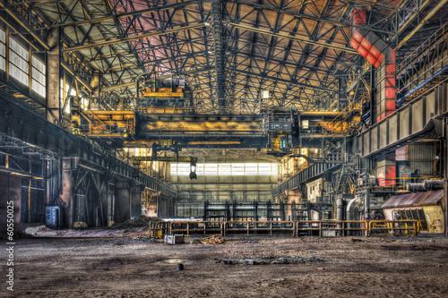 Autocollant pour porte Les vieux bâtiments abandonnés Hall of a disused metalworking plant