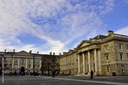 Photo  Trinity College in a sunny day