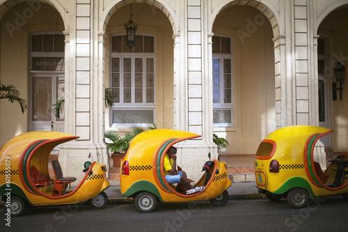 fototapeta na ścianę Hawana, Kuba - 21 czerwca: Vintage samochodów na ulicach Hawany, J