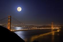 Super Moon Visiting Golden Gat...