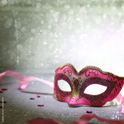 Deurstickers Carnaval Pink carnival mask with glittering background