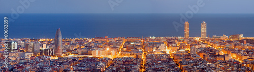 Spoed Foto op Canvas Panoramafoto s Barcelona skyline panorama at the Blue Hour