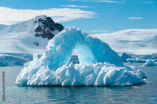 Spoed Foto op Canvas Antarctica Arch shaped iceberg Antarctica
