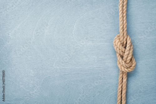 Fotografía  Ship rope knot on wooden texture background