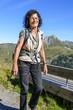 Ältere Frau beim Wandern