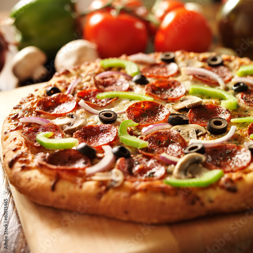Photo  supreme italian pizza with pepperoni and toppings