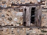 stare zniszczone okno