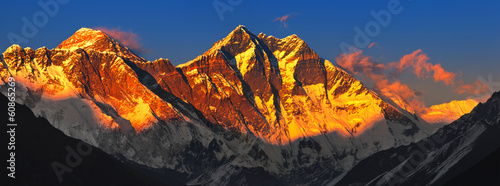 Montage in der Fensternische Nepal Everest at sunset. View from Namche Bazaar, Nepal