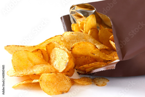 Fotografía  Open packet of crisps on white