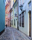 Wąska ulica. W 2014 roku Ryga jest europejską stolicą kultury - 60887284