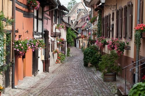 ulica-z-pruskimi-sredniowiecznymi-domami-w-eguisheim