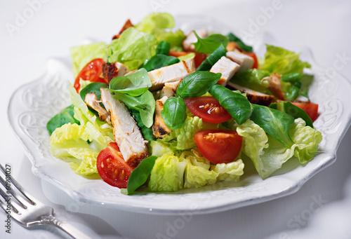 Fototapeta grilled chicken salad with fresh vegetables and basil obraz