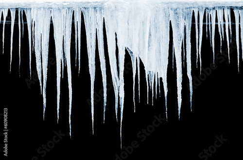 Group of icicles hanging on black background Fototapet
