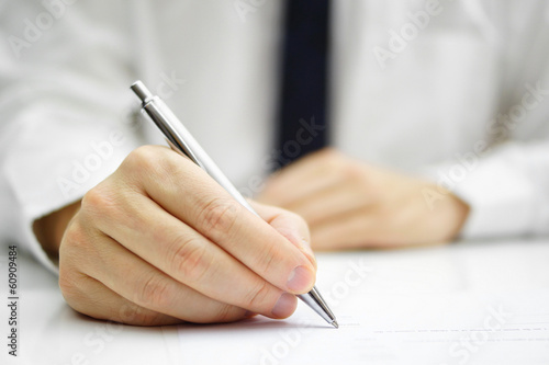 Photo businessman is signing agreement