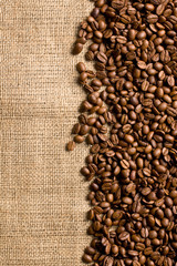 Obraz na Szkle Do kawiarni coffee beans on sackcloth