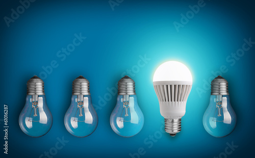 Photo  Idea concept with row of light bulbs and glowing LED bulb