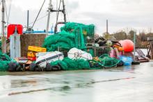 Fischerboot Angedockt Am Kai Im Hafen Mit Kontainern