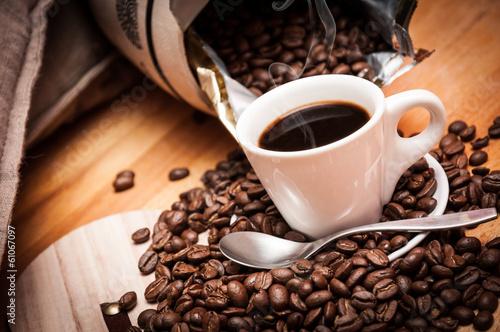 Foto op Canvas Koffiebonen Caffè espresso caldo, fumante