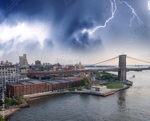 Poster London Storm over Brooklyn Bridge