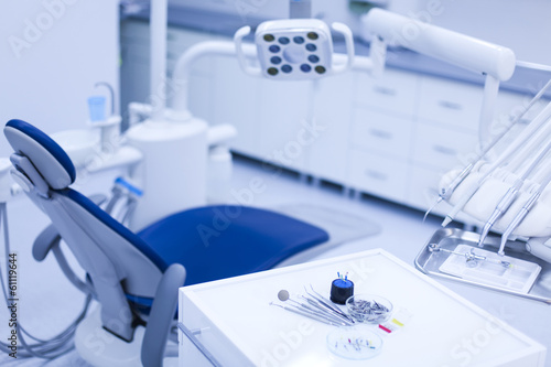 Fotografie, Obraz  Dentální nástroje a nářadí v ordinaci zubního lékaře kanceláři