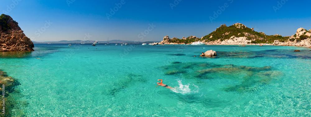 Photo  Clear turquoise water of Cala Corsara bay in Sardinia