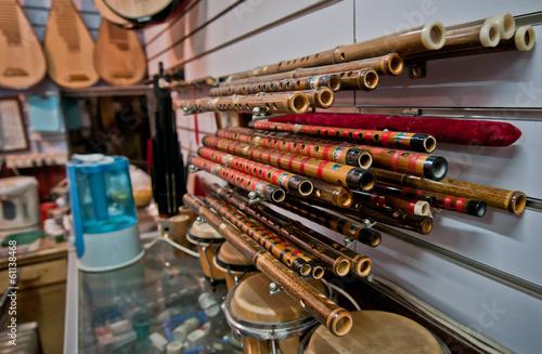 Spoed Foto op Canvas Muziekwinkel chinese flutes called Dizi and Bawu in music store in Beijing
