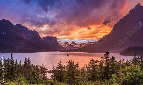 Fotomural Beautiful sunset at St. Mary Lake in Glacier national park