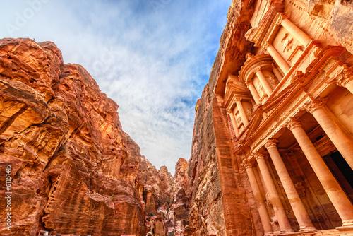 Fotobehang Midden Oosten Al Khazneh in the ancient Jordanian city of Petra, Jordan