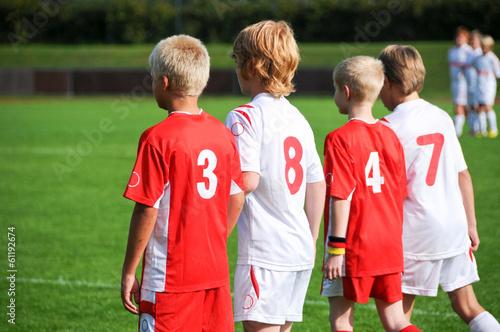 Foto  Vier junge Fußballer