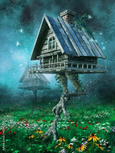 Domki na kurzej stopie na łące - 61193247