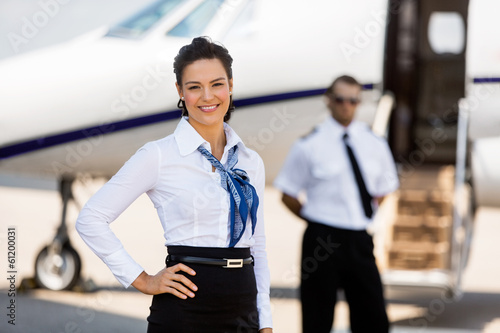 Photo Beautiful Airhostess With Hand On Hip At Airport Terminal
