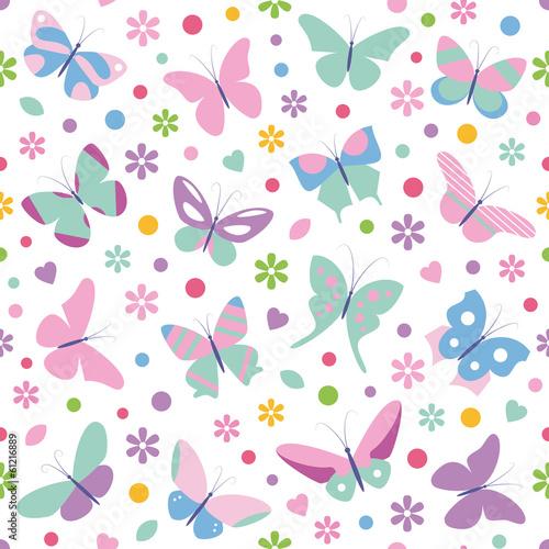 rozowoniebieskie-motyle-kwiaty-i-serca-powielony-wzor